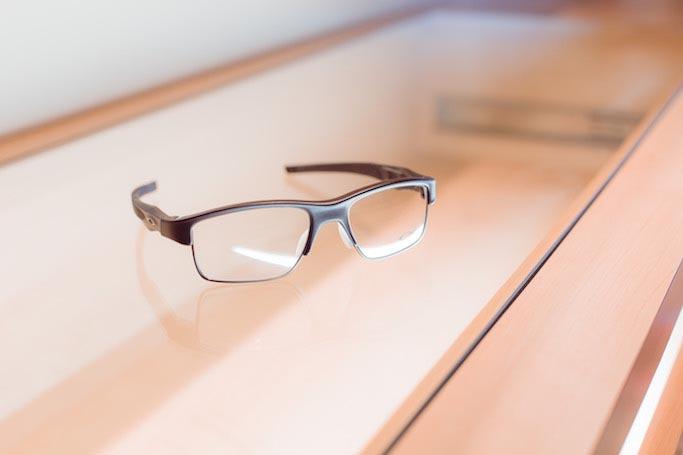 26a4b05ffc Ce modèle polyvalent fera le bonheur des porteurs de lunettes qui aiment  adapter leur look en fonction des circonstances, permettant un style plus  classique ...